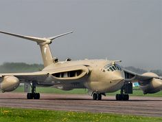 """The Handley-Page Victor. One of three """"V"""" series nuclear-weapon capable bombers produced by Great Britain during the Cold War. The others were the Avro Vulcan and the Vickers Valiant. Military Jets, Military Aircraft, Vickers Valiant, Handley Page Victor, V Force, Avro Vulcan, Engin, Military Equipment, Royal Air Force"""