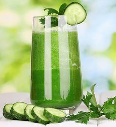 Rezept für einen Grünen Smoothie mit Gurken: gesund, kalorienarm, praktisch fettfrei, hilft beim Abnehmen, Entsäuern und Entgiften