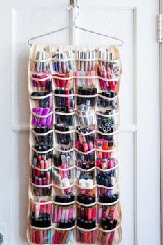 Are you in dire need of a DIY makeup organizer? These awesome DIY makeup organizer ideas will save you space and trouble! Diy Makeup Organizer, Make Up Organizer, Diy Makeup Storage, Make Up Storage, Creative Storage, Makeup Holder, Makeup Display, Lipstick Holder, Drawer Storage