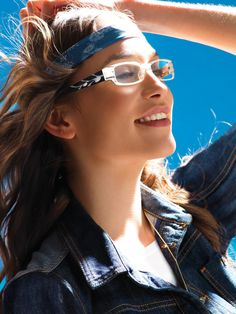"""Genesis Brillenmode - Das von durchwegs jungen Designern geführte italienische Designstudio Genesis hat einen völlig eigenen und unangepassten Stil entwickelt, der diese Marke als eine der wenigen """"reinen Brillenmarken"""" bekannt machte. Nach dem Startup vor etwa 10 Jahren ist diese Marke vor allem durch den Einsatz auffälliger und unkonventioneller Farbkombinationen in Kombination mit perfekter Passform in über 52 Ländern hoch erfolgreich. Design Studio, Designer, Band, Accessories, Fashion, Color Combinations, Boys, Moda, Sash"""