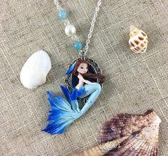 Collier sirène bleu argent / bleu assise et sa chevelure