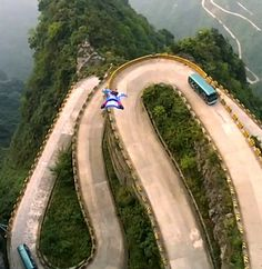 wingsuit flying-wingsuit flying