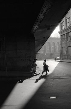 Orville Robertson: Under the Brooklyn Bridge, NYC, 1986