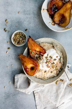 Miso Caramel Pear Porridge Miso Caramel Pear Porridge The Brick Kitchen Source by spotebi Healthy Recipes, Healthy Breakfast Recipes, Brunch Recipes, Dinner Healthy, Brunch Ideas, Healthy Meals, Healthy Life, Healthy Food, Breakfast Bowls
