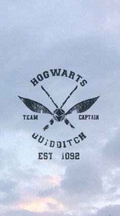 Imagem de harry potter, hogwarts, and quidditch Harry Potter Tumblr, Harry Potter Love, Harry Potter Universal, Handy Wallpaper, Sea Wallpaper, Tumblr Wallpaper, Screen Wallpaper, Wallpaper Quotes, Unique Wallpaper