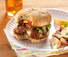 Take your usual ground beef to the next level by mixing it up with onions, bacon, and cheese for stuffed burger goodness! This quick and easy recipe is great for summer BBQs and will surprise your guests with their first bite. Beef Recipes, Real Food Recipes, Cooking Recipes, Yummy Food, Stuffed Burgers, Cheeseburgers, Hamburgers, Wrap Sandwiches, Cheeseburger Paradise