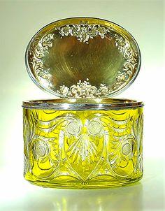 Val St Lambert - Bonbonnière avec couvercle en argent - Cristal clair doublé jaune-absinthe/pistache Léon Ledru vers 1908.