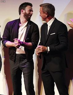 I ❤️ Daniel Craig — forchrisevans: 🤭🤣 Daniel Craig Interview, Oh Captain My Captain, Daniel Craig James Bond, Rian Johnson, Z Cam, Robert Evans, Chris Evans Captain America, Celebrity Dads, Celebrity Style