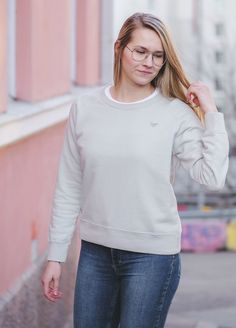Organic Cotton ethical eco friendly sweater for Women. Live Alternative T-shirt organic cotton responsibly made in Portugal. Sustainable Apparel by VAI-KØ Clothing.