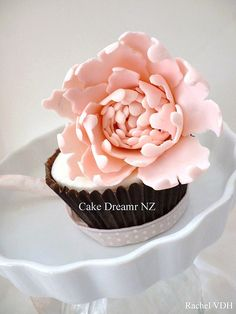 peony cupcake - my favorite flower and my favorite dessert combined?? Yes please!