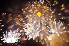 Creative Firework Photographs Shot by Refocusing During Long Exposures fireworks1 mini