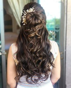 27 Effortlessly Stylish Half-tie Hairstyles We Spotted on Real brides Sweet 16 Hairstyles, Indian Bridal Hairstyles, Chic Hairstyles, Latest Hairstyles, Bride Hairstyles, Engagement Hairstyles, Woman Hairstyles, Hairdos, Hairstyle Ideas