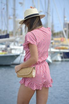 atacadas-looks-de-verano-cuadro-vichy #kissmylook Gingham Shorts, Jumpsuit Outfit, Just Girl Things, Casual Summer Outfits, Playsuits, Beachwear, Rompers, Street Style, Fashion Outfits