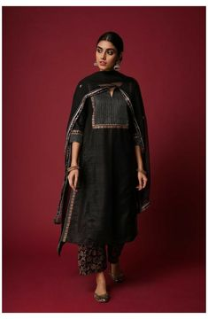 Salwar Designs, Simple Kurti Designs, Kurta Designs Women, Kurti Designs Party Wear, Designer Kurtis, Indian Designer Suits, Indian Designers, Designer Salwar Suits, Designer Sarees