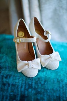 pretty bow vintage style bridal shoes | www.onefabday.com