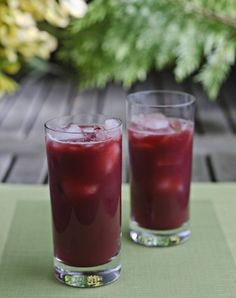Beet Berry Chia Seed Smoothie - Love Beets http://www.lovebeets.com/recipes/beet-berry-chia-seed-smoothie/
