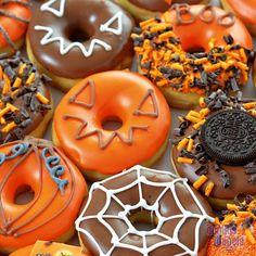 Haloween donuts from donut.nl - Haloween donuts from donut. Christmas Donuts, Halloween Donuts, Halloween Food For Party, Halloween Desserts, Halloween Birthday, Halloween Treats, Cute Donuts, Fancy Donuts, Donut Decorations