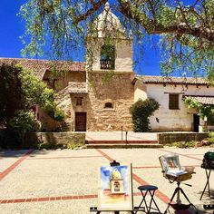 Artists at work in the plaza of Carmel Mission, the final resting place of Saint Junipero Serra.  #carmelbythesea #carmelmission #carmelmissionbasilica #instaarchitecture #artists #artwork #artistsofig #artistslife #saintjuniperoserra #californiamissions #plaza #archidetails #heartful_moments #spanishrevival #basilica #california_igers #ilovecalifornia #californiahistory #catholicchurch #historicsite #archilovers  #arquitectura #belltower #pocket_usa #pocket_architecture #oldbuilding…