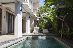 Es ist immer ein Krampf für uns, eine Unterkunft für den nächsten Ort zu finden. Die Suche nach einem passenden Zimmer ist nervig und verballert viel Zeit. Damit du möglichst wenig Zeit in deinem Urlaub bzw. während der Reisevorbereitung opfern musst, teilen wir heute unsere Unterkunftsempfehlungen für Bali mit dir. Zuerst möchte ich dir erzählen,…