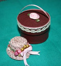 A papercraft - hat and hat box | Source: Mondes Miniatures