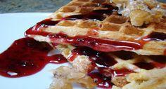 Ecco un goloso suggerimento per la colazione di questo periodo di festa: provate la mia ricetta dei waffles vegani!