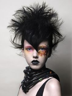 Tim Hartley | Creative HEAD magazine online #hair #art Pretty Punk, The Wicked The Divine, Dystopian Fashion, Avant Garde Hair, Post Apocalyptic Fashion, Foto Fashion, Street Fashion, Creative Hairstyles, Fashion Hairstyles