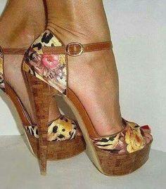 love the wooden heel look