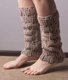 Ideas For Knitting Gloves Pattern Pictures Crochet Boots, Crochet Gloves, Crochet Slippers, Knit Crochet, Free Crochet, Crochet Leg Warmers, Wrist Warmers, Boot Cuffs, Crochet Crafts