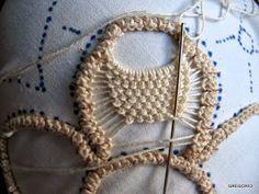 --dead link but picture gives idea Russian Crochet, Irish Crochet, Crochet Motif, Crochet Lace, Freeform Crochet, Macrame Patterns, Lace Patterns, Embroidery Patterns, Hand Embroidery