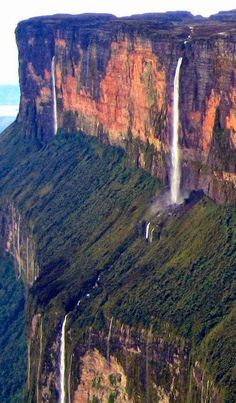 Mount Roraima, on the triple border point of Venezuela, Brazil and Guyana. The plants and animals that live on Mount Roraima are very unique and have evolved with almost no human contact or interference. Monte Roraima, Beautiful Waterfalls, Beautiful Landscapes, Wonderful Places, Beautiful Places, Beautiful Scenery, Places To Travel, Places To See, Places Around The World