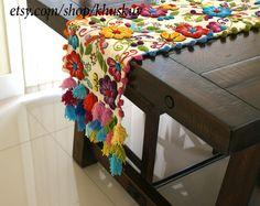 Corredor de la cama mesa bordada Perú de blanco Alpaca lana flores hechas a mano estilo boho-chic bohemio ecléctico que peruano se cernía