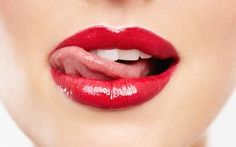 Beauty Myth Busting: Do Women Actually Eat 7 Pounds of Lipstick in Their Lifetimes? Glossy Lips, Red Lips, Lipstick Ingredients, Beauty Myth, Soap Making Supplies, Kissable Lips, Beauty Must Haves, Beautiful Lips, Lip Art