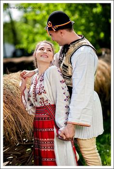 romanian lovers in traditional romanian costumes Folk Clothing, Historical Clothing, Romania People, Romanian Girls, Costumes Around The World, Folk Costume, People Of The World, World Cultures, Traditional Dresses