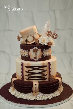 Steampunk wedding cake by Mé Gâteaux - http://cakesdecor.com/cakes/254664-steampunk-wedding-cake