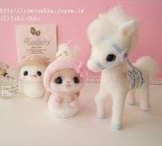 yoko Felt Diy, Handmade Felt, Felt Crafts, Wool Dolls, Felt Dolls, Needle Felted Animals, Felt Animals, Felt Angel, Kawaii Plush