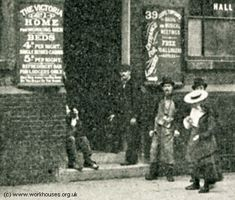 Another scene outside a Victorian doss house. Victorian Life, Victorian London, Cover Photos, Old Photos, 19th Century London, Old Street, The Old Days, Old London, Slums