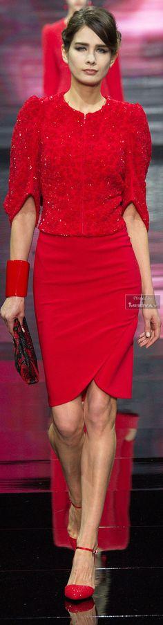 Armani Privé Haute Couture Fall 2014 designs begin with signature Armani tailoring and graduate to the whimsical and more artistic designs. Red Fashion, Couture Fashion, Fashion News, High Fashion, Fashion Trends, Giorgio Armani, Estilo Lady Like, Bouchra Jarrar, Glamour