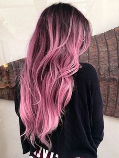 Khloe kardashian unleashed some fierce new hair unto the world, and she's now my hairspiration. ugh, that word just sounds like hair perspiration, Brown To Pink Ombre, Dark Ombre, Dye My Hair, Grunge Hair, Purple Hair, Rose Pink Hair, Pastel Pink Ombre Hair, Dyed Hair Pink, Pink And Black Hair