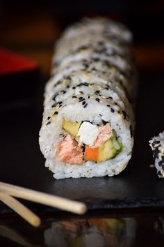 With this healthy sushi rice recipe you can add fun and creativity to create other sushi flavors that you love! What about fusion style sushi or scrumptious California? What's your sushi roll? Seafood Recipes, Cooking Recipes, Healthy Recipes, Cooked Sushi Recipes, Sushi Roll Recipes, Cooked Sushi Rolls, Fancy Recipes, Asian Recipes, Gastronomia