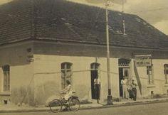 Tipografia Meyer, na então rua Cruzeiro. Painting, Santa Catarina, Brazil, Antique Bicycles, Rolodex, Street, Places, Fotografia, Painting Art