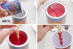 ¡Aprende a hacer las pulseras de moda con cadenas grandes! Y para darle un toque especial, sumérgelas en goma líquida y tíñelas de colores a lo dip dye.
