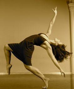 """[TANECZNE ZDJĘCIE DNIA]  """"Taniec jako dziedzina sztuki daje możliwości tworzenia, jako element życia pozwala się zatracić"""" ~ Anna Maciejak"""