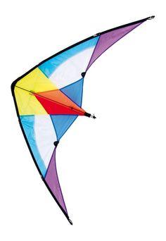 """Dieser leuchtend bunte Lenkdrachen bringt Farbe an den Himmel und Freude in die Kinderherzen! Ein wenig Übung ist gefragt und dann können die """"Piloten"""" mit den beiden Handspulen gewagte Flugmanöver am Himmel vollführen. Die Segelfläche besteht aus strapazierfähigem Kunststoff und flexible Stäbe sorgen für Stabilität beim Flug. ca. 74 x 140 x 5 cm"""