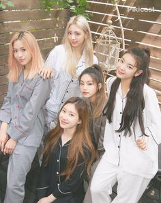itzy Halloween Makeup halloween makeup half and half Kpop Girl Groups, Korean Girl Groups, Kpop Girls, Korea Dress, Programa Musical, Islam, These Girls, New Girl, South Korean Girls
