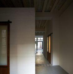 House in El Cabanyal, Spain. David Estal  Architect from L'Ambaixada. Year 2015.