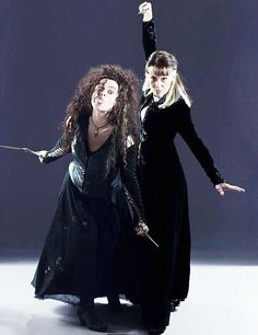 Bellatrix and Narcissa, you've gotta love these wicked sisters. Particularly Bellatrix.I love Helena's facial expressions. Arte Do Harry Potter, Harry Potter Cast, Harry Potter Books, Harry Potter Love, Harry Potter Characters, Harry Potter Universal, Harry Potter Fandom, Harry Potter World, Draco Malfoy