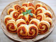 Házi fokhagymás kenyér | Alajuli receptje - Cookpad receptek Appetisers, Fusilli, Pretzel Bites, Cravings, Sausage, Bread, Baking, Food, Pizza