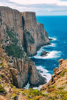 10 Amazing Places To Visit In Tasmania, Australia Tasmania is one of those places in Tasmania that's incredible to explore but sometimes forgotten in lieu of more famous spots like Sydney. That being said, there's a shed load of amazing and best things Tasmania Road Trip, Tasmania Travel, Best Places To Travel, Oh The Places You'll Go, Cool Places To Visit, Australian Cattle Dog, Australian Shepherd, Wonderful Places, Beautiful Places