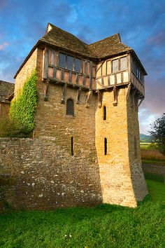 The half timbered north tower built in the the finest fortified medieval manor house in England, Stokesay Castle, Shropshire, England. See more inspiring Travel images at ©️️️️ 2019 Paul Williams, photographer. Medieval Tower, Medieval Houses, Medieval Castle, Beautiful Castles, Beautiful Buildings, Sightseeing London, Cuadros Star Wars, North Tower, Tower Building