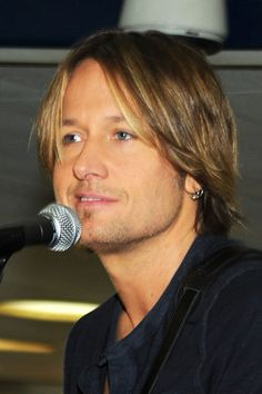 Keith Urban Musician Keith Urban Performs Surprise Concerts For Commuters At NYC And Philadelphia Amtrak Stations on November 16, 2010 in New York, New York.